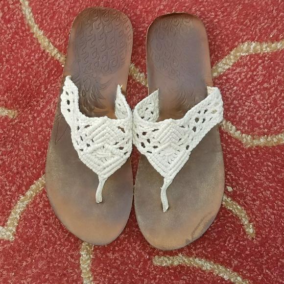 0fcaae4eb32 women s flip flops size large 9-10. M 5acd655e2ae12f663f4c9117